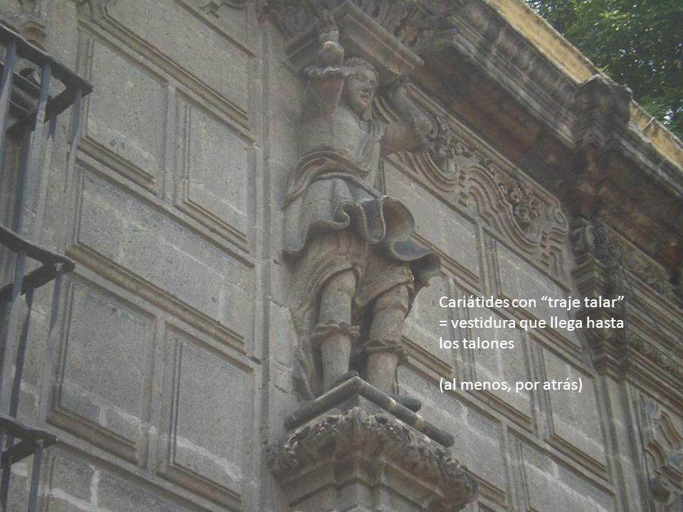 Cariátides con traje talar = vestidura que llega hasta los talones (al menos, por atrás)
