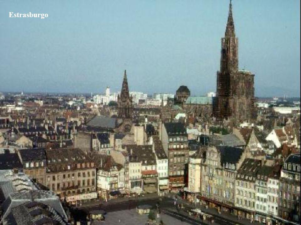 A fines de 1891 Joseph Kentenich se muda con su madre a Estrasburgo, donde permanecen hasta mediados de 1892. Katharina se hace cargo de la casa de su
