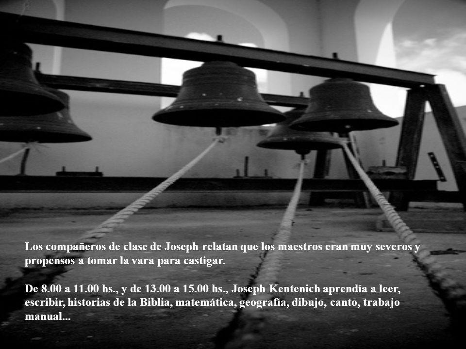 La escuela primaria, bajo la dirección de José Zimmermann, y más tarde de Augusto Klinkhammer, tiene 355 alumnos. Joseph es un buen alumno, pero no se