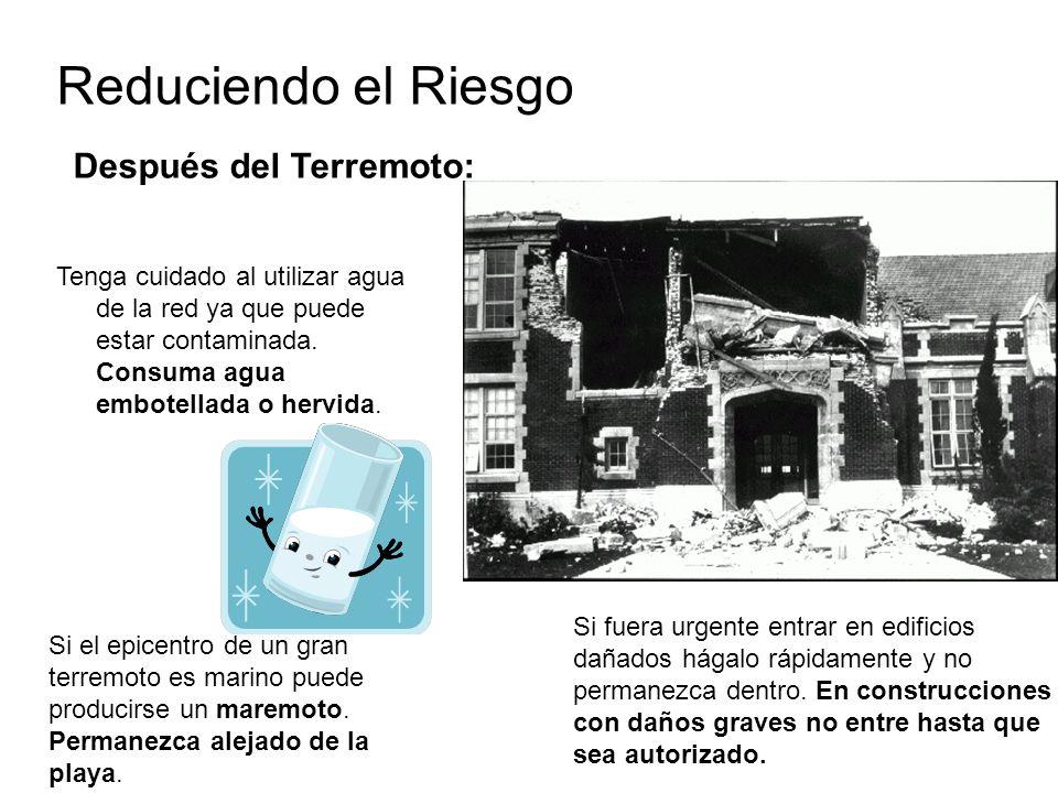 Reduciendo el Riesgo Después del Terremoto: Tenga cuidado al utilizar agua de la red ya que puede estar contaminada. Consuma agua embotellada o hervid
