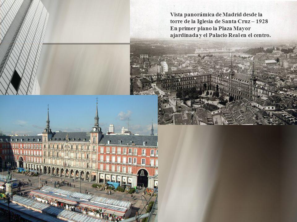 Vista panorámica de Madrid desde la torre de la Iglesia de Santa Cruz – 1928 En primer plano la Plaza Mayor ajardinada y el Palacio Real en el centro.
