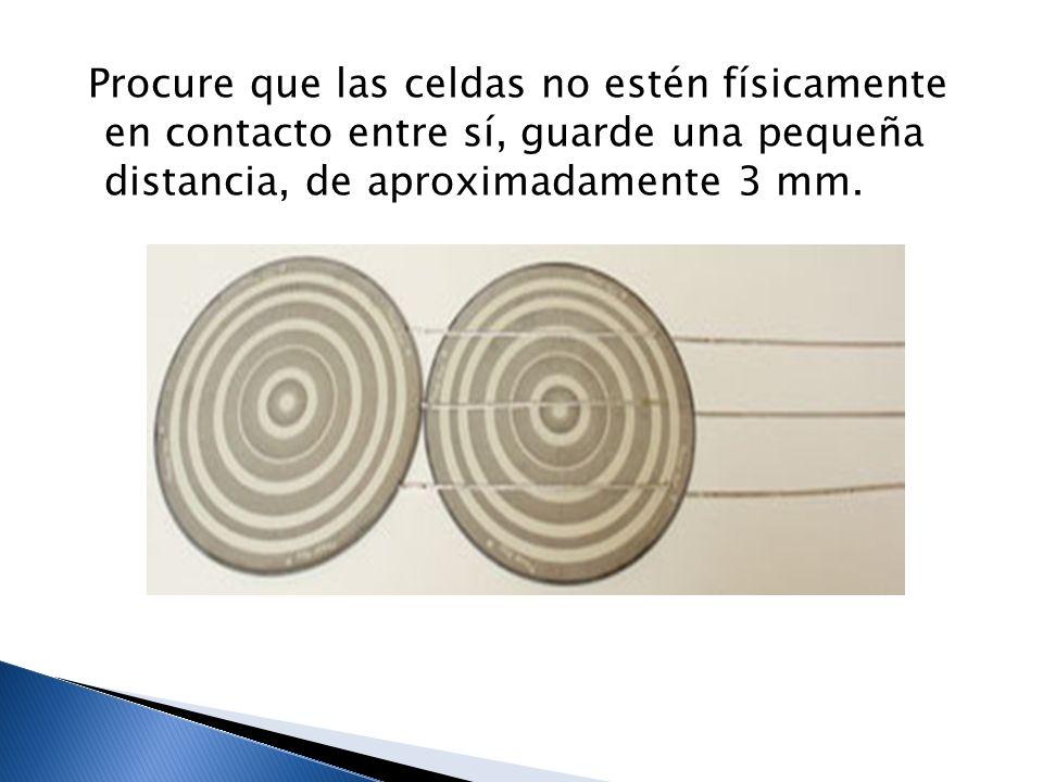 Procure que las celdas no estén físicamente en contacto entre sí, guarde una pequeña distancia, de aproximadamente 3 mm.