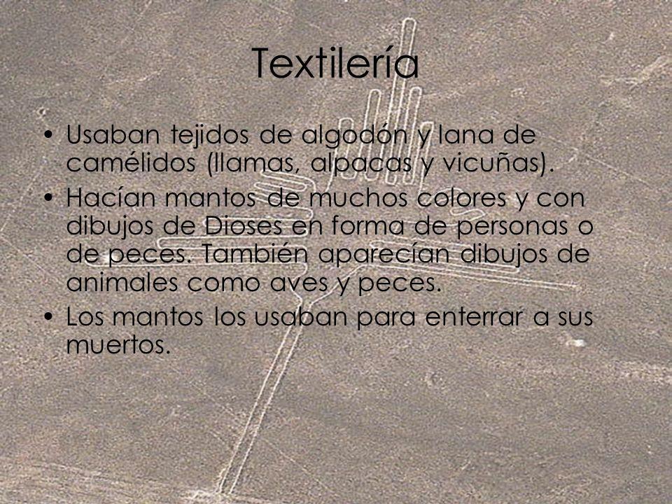 Textilería Usaban tejidos de algodón y lana de camélidos (llamas, alpacas y vicuñas). Hacían mantos de muchos colores y con dibujos de Dioses en forma