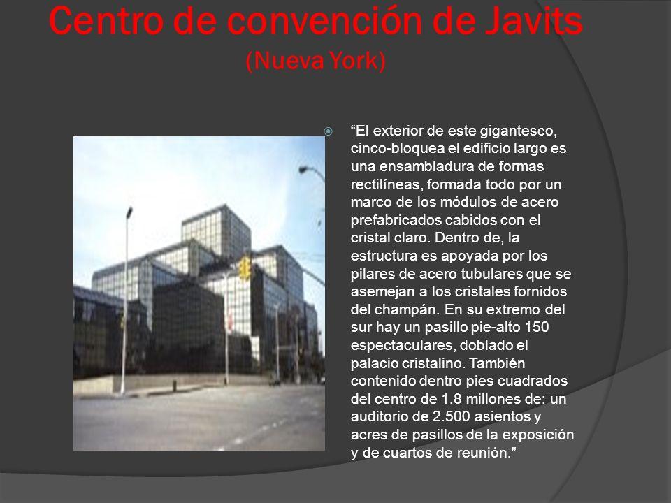 Centro de convención de Javits (Nueva York) El exterior de este gigantesco, cinco-bloquea el edificio largo es una ensambladura de formas rectilíneas,