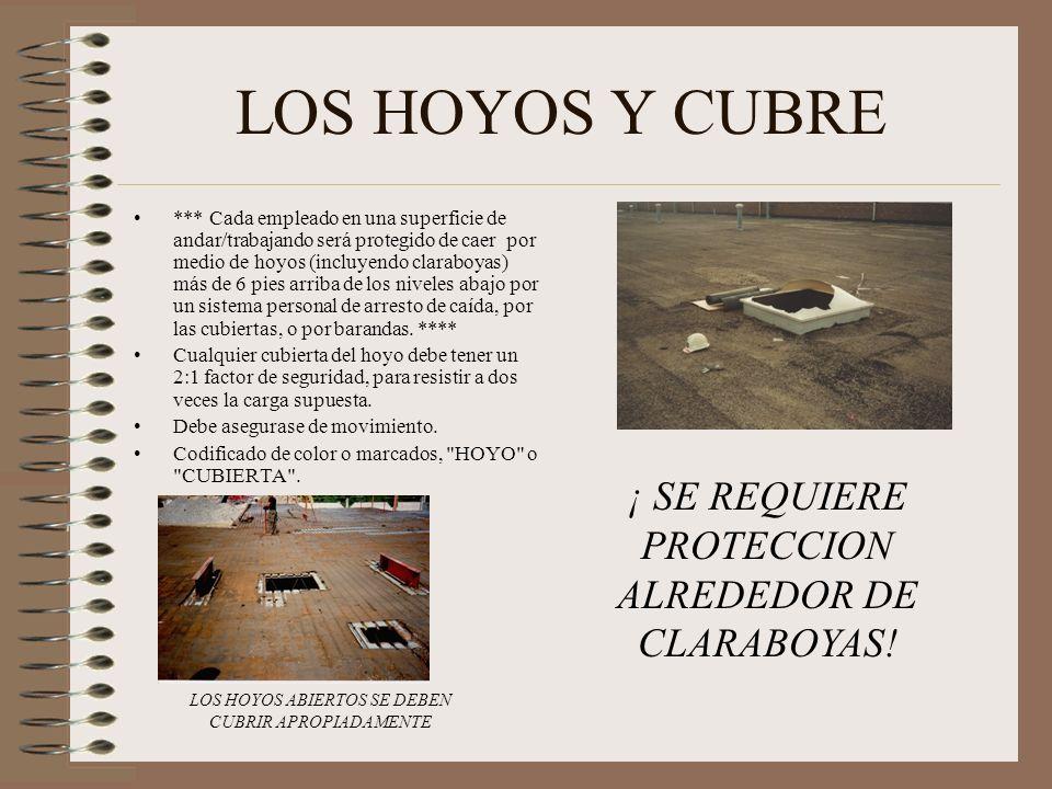 LOS HOYOS Y CUBRE *** Cada empleado en una superficie de andar/trabajando será protegido de caer por medio de hoyos (incluyendo claraboyas) más de 6 pies arriba de los niveles abajo por un sistema personal de arresto de caída, por las cubiertas, o por barandas.