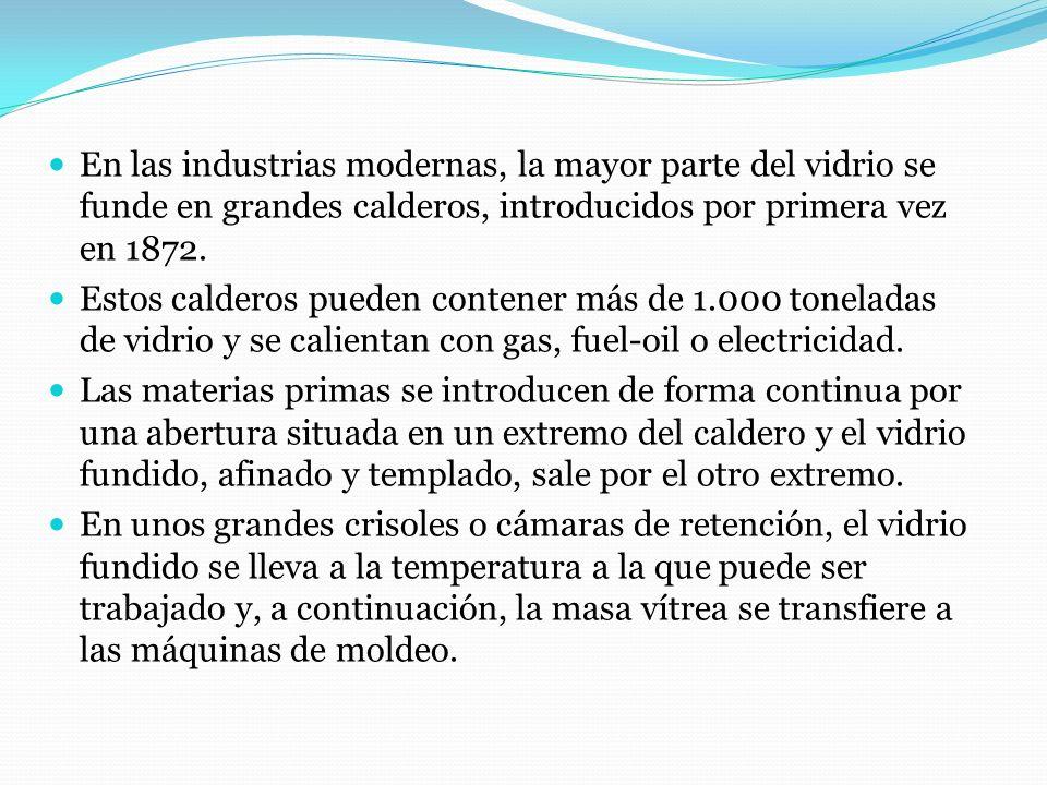 En las industrias modernas, la mayor parte del vidrio se funde en grandes calderos, introducidos por primera vez en 1872. Estos calderos pueden conten