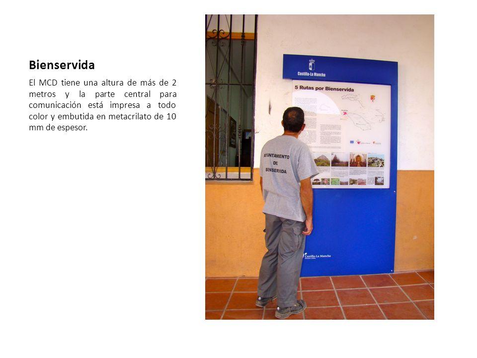 Bienservida El MCD tiene una altura de más de 2 metros y la parte central para comunicación está impresa a todo color y embutida en metacrilato de 10
