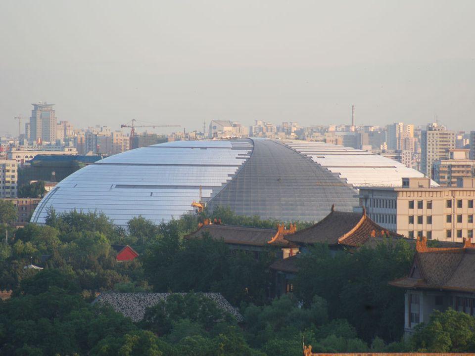 La Ópera, tiene una capacidad de 2,416 asientos destinado a la ópera, ballet y danza.