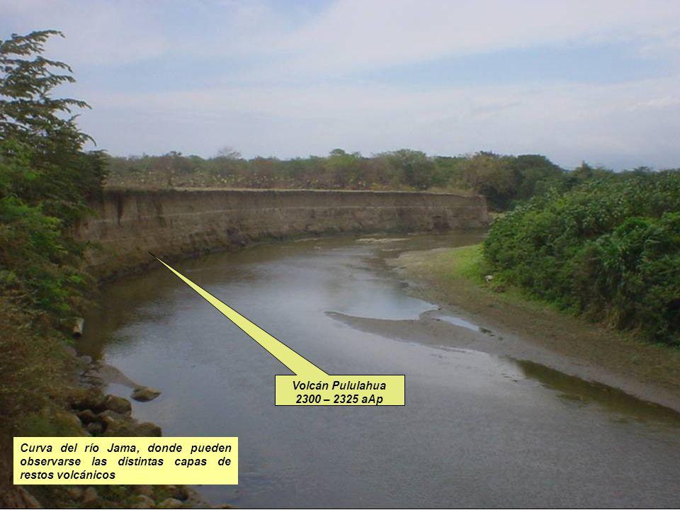 Curva del río Jama, donde pueden observarse las distintas capas de restos volcánicos Volcán Pululahua 2300 – 2325 aAp