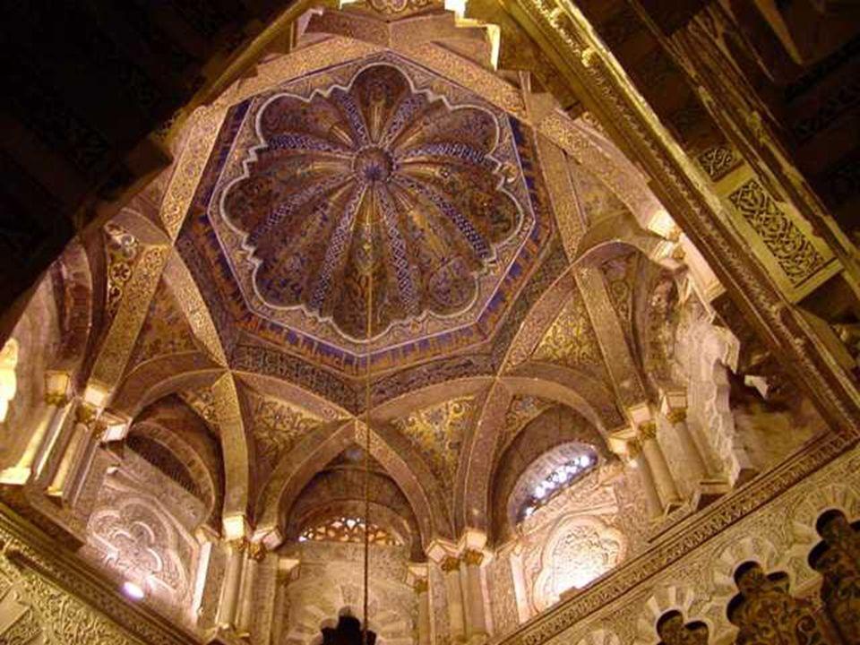 Todas las cúpulas tienen en común que están formadas por arcos de medio punto de sillería, que se entrecruzan, dejando un polígono central, cerrándose
