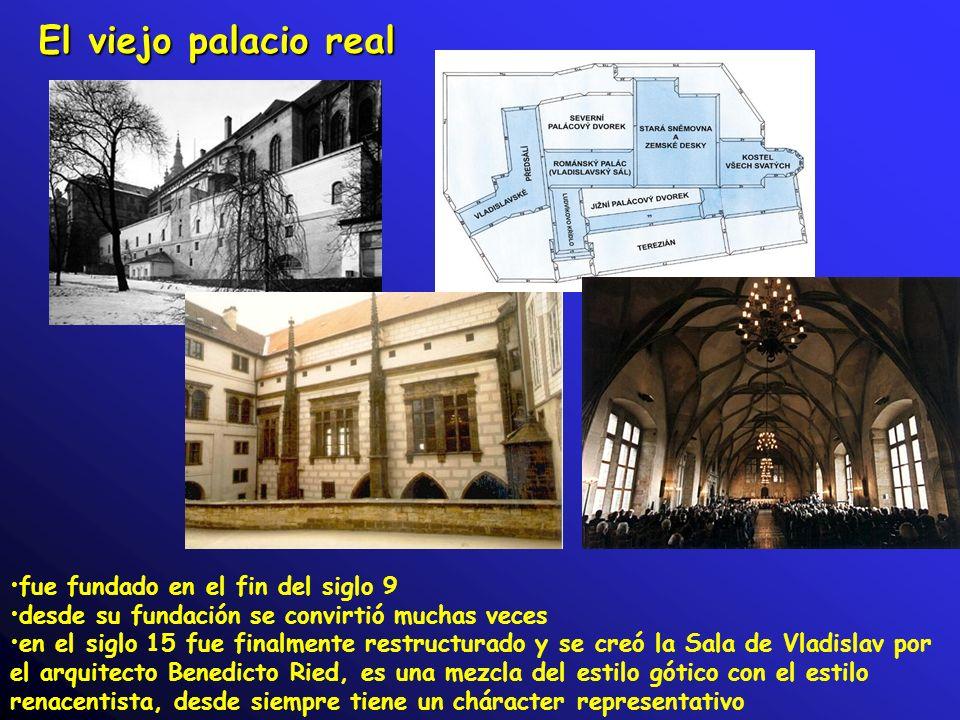 El viejo palacio real fue fundado en el fin del siglo 9 desde su fundación se convirtió muchas veces en el siglo 15 fue finalmente restructurado y se creó la Sala de Vladislav por el arquitecto Benedicto Ried, es una mezcla del estilo gótico con el estilo renacentista, desde siempre tiene un cháracter representativo