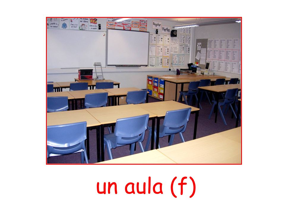 un aula (f)