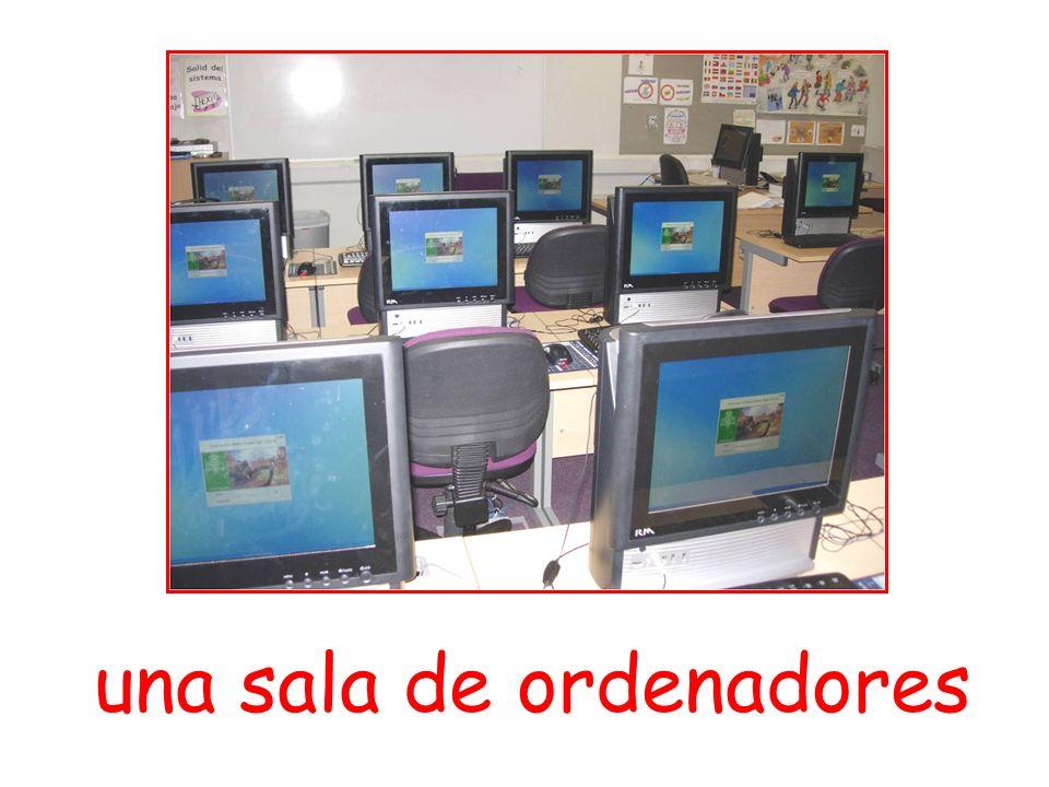 una sala de ordenadores