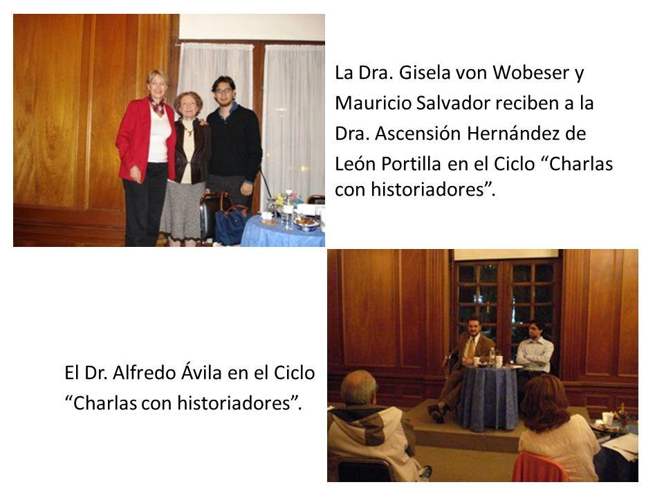 La Dra.Gisela von Wobeser y Mauricio Salvador reciben a la Dra.