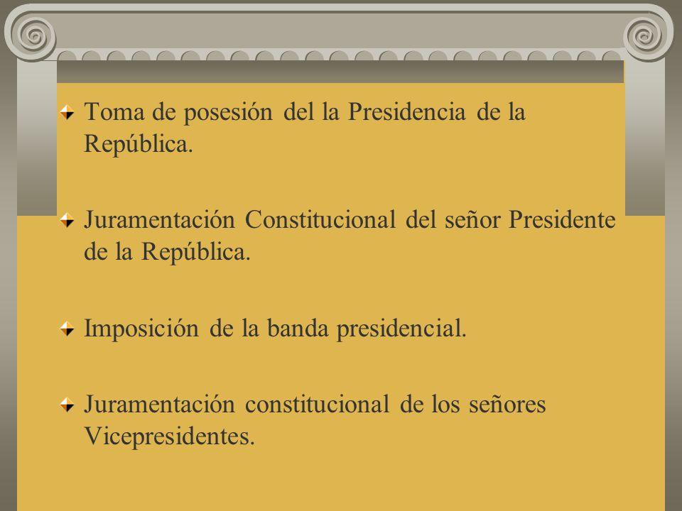 Ingreso del señor Presidente de la República y de su señora esposa. Acompañados por los señores Vicepresidentes, señores Ministros y señores Viceminis