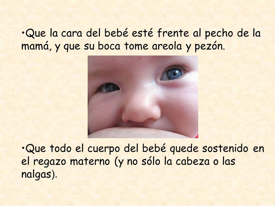 Que la cara del bebé esté frente al pecho de la mamá, y que su boca tome areola y pezón. Que todo el cuerpo del bebé quede sostenido en el regazo mate