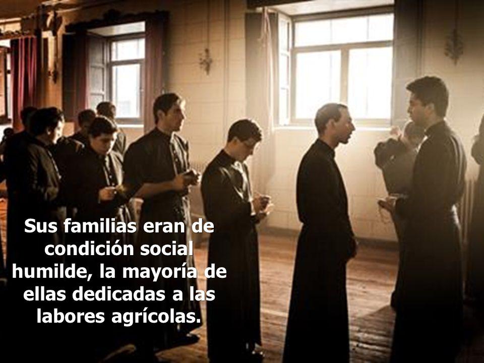 El día 20 de julio de 1936, a los dos días del levantamiento del General Franco, un grupo de milicianos irrumpió en la casa de los misioneros para un registro y ver si había armas escondidas.