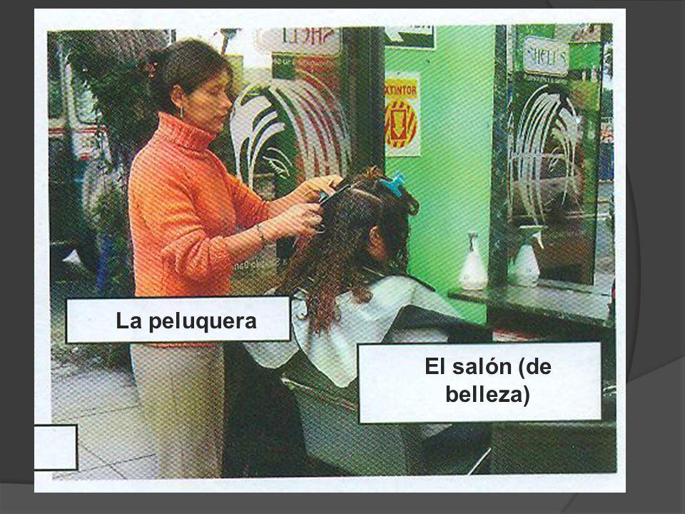 La peluquera El salón (de belleza)
