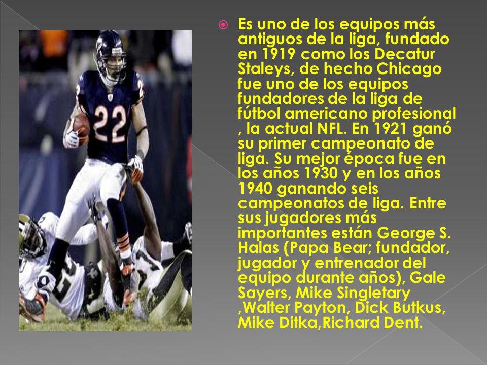 Es uno de los equipos más antiguos de la liga, fundado en 1919 como los Decatur Staleys, de hecho Chicago fue uno de los equipos fundadores de la liga de fútbol americano profesional, la actual NFL.