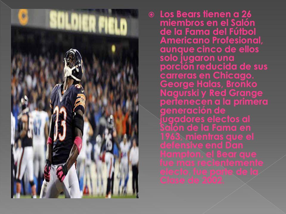 Los Bears tienen a 26 miembros en el Salón de la Fama del Fútbol Americano Profesional, aunque cinco de ellos solo jugaron una porción reducida de sus carreras en Chicago.