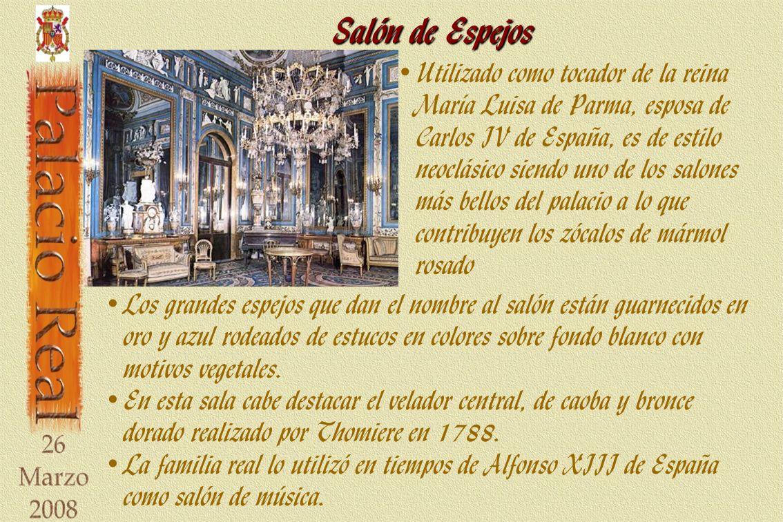 Salón de Espejos Los grandes espejos que dan el nombre al salón están guarnecidos en oro y azul rodeados de estucos en colores sobre fondo blanco con