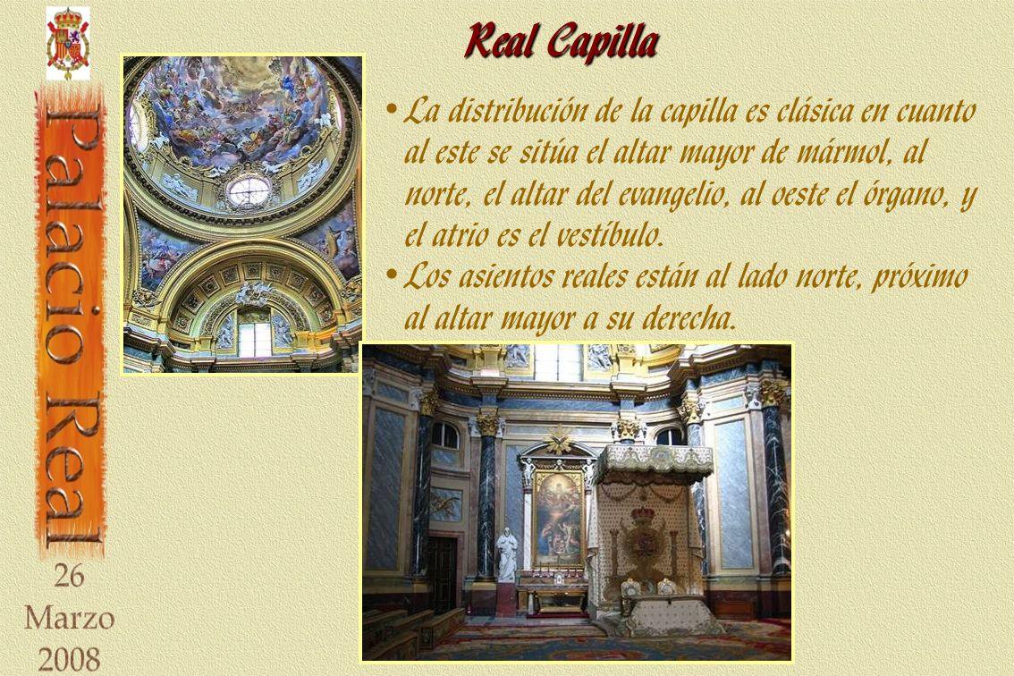 Real Capilla La distribución de la capilla es clásica en cuanto al este se sitúa el altar mayor de mármol, al norte, el altar del evangelio, al oeste