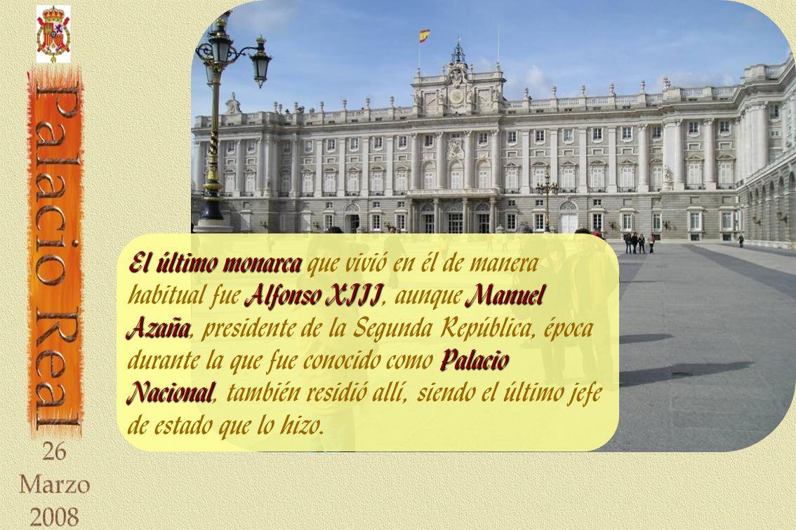 El último monarca AlfonsoXIIIManuel Azaña Palacio Nacional El último monarca que vivió en él de manera habitual fue Alfonso XIII, aunque Manuel Azaña, presidente de la Segunda República, época durante la que fue conocido como Palacio Nacional, también residió allí, siendo el último jefe de estado que lo hizo.
