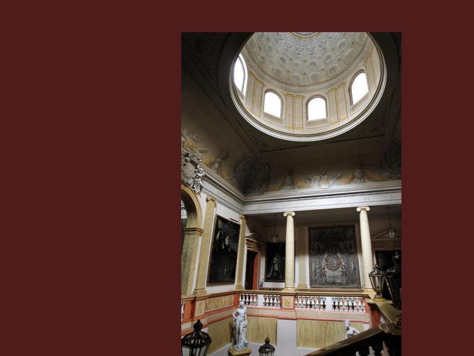 Diversas madonas y una Sagrada Cena de Tiziano dominan uno de los salones del Palacio