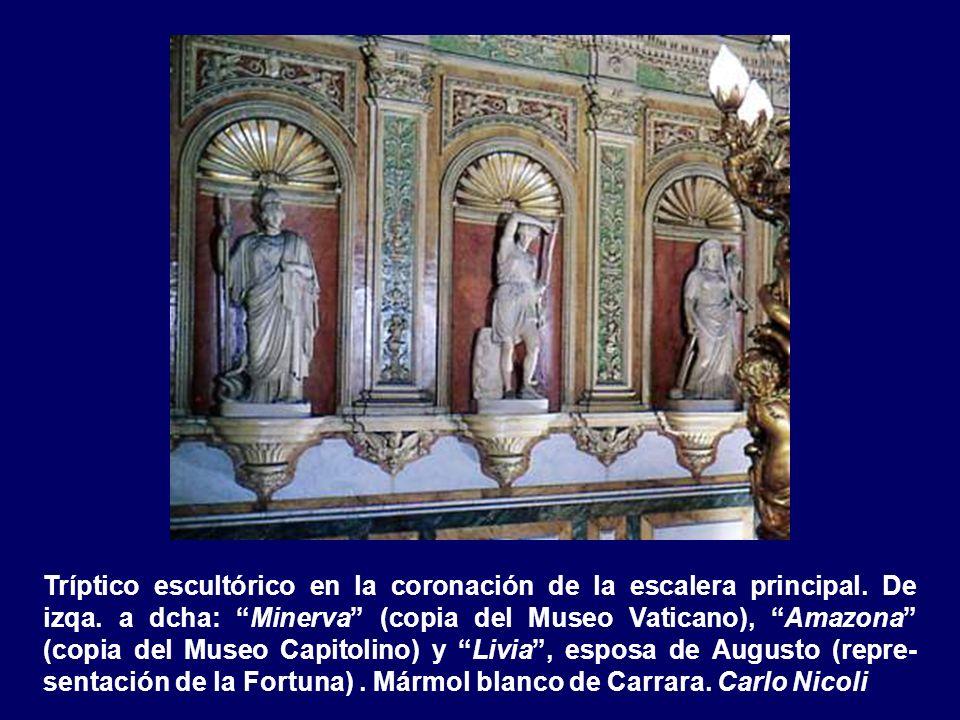 Escultura central de co- ronación de la escalera principal en hornacina. Mármol blanco de Carra- ra. La Virtud y la Ino- cencia. Carlo Nicoli