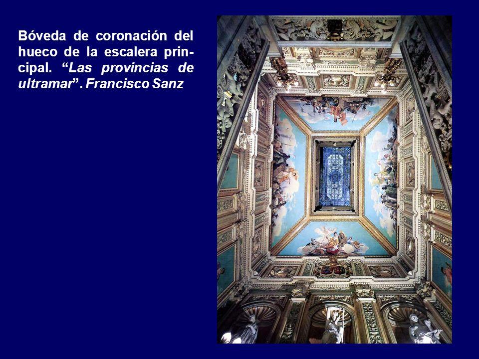Tríptico escultórico en la coronación de la escalera principal. De izqa. a dcha: Minerva (copia del Museo Vaticano), Amazona (copia del Museo Capitoli
