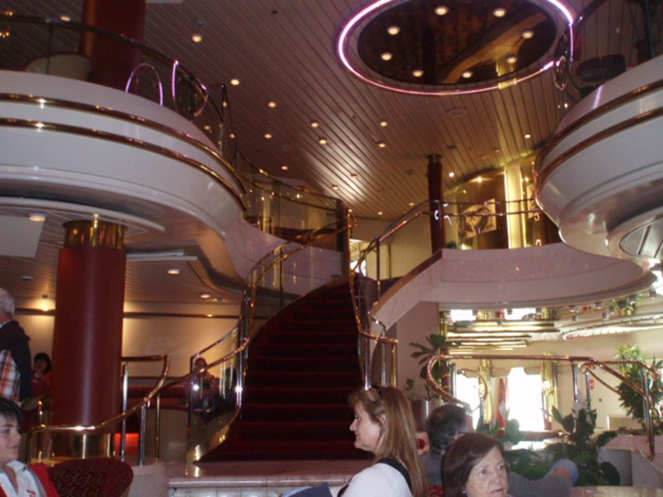 El Salón de espectáculos Broadway ocupa dos cubiertas, la 5 y la 6.