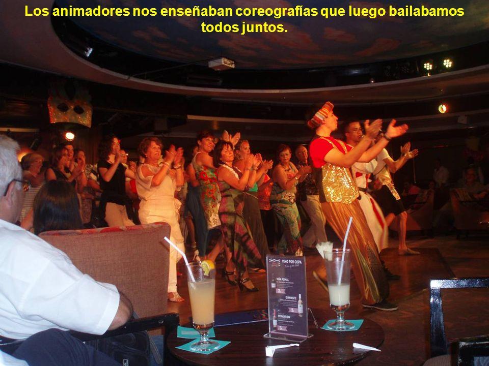 Todas las noches bailoteo en el salón Rendez-vous, también en la discoteca.