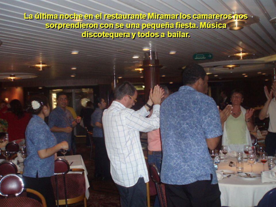 Restaurante Miramar, comida a la carta. Ocupa parte de las cubiertas 4 y 5.