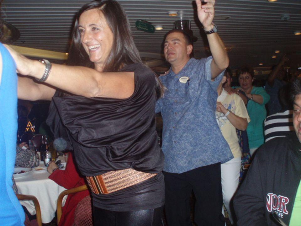 La última noche en el restaurante Miramar los camareros nos sorprendieron con se una pequeña fiesta.