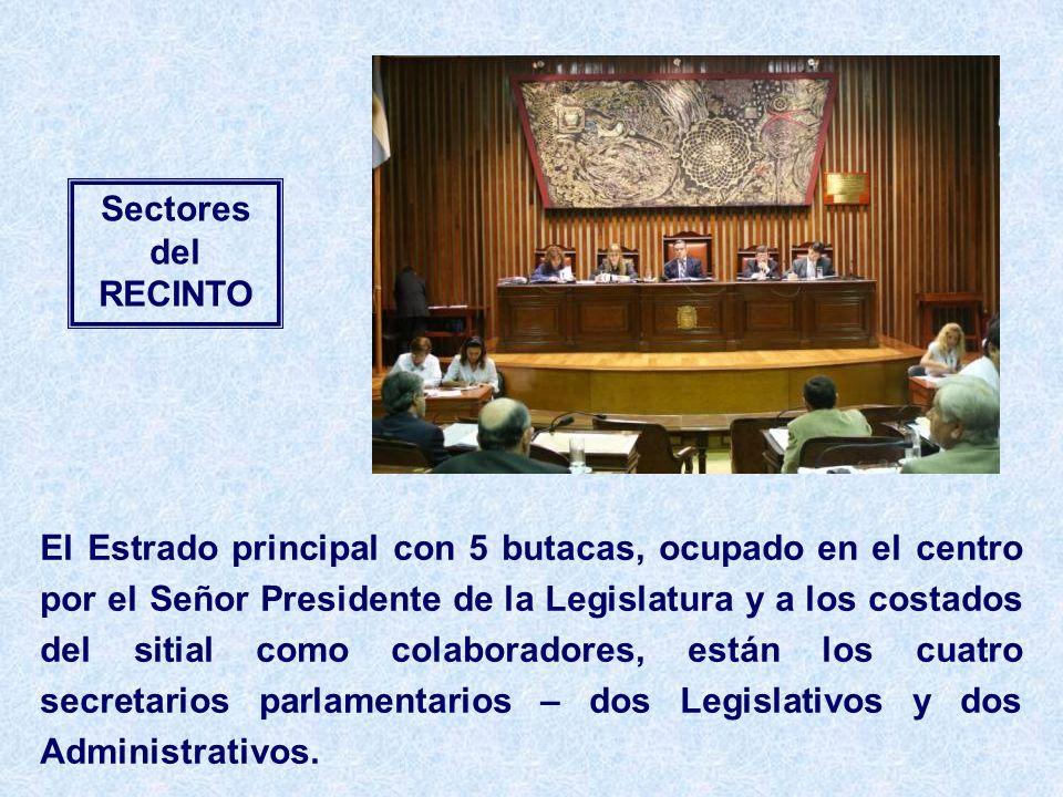 Sectores del RECINTO El Estrado principal con 5 butacas, ocupado en el centro por el Señor Presidente de la Legislatura y a los costados del sitial como colaboradores, están los cuatro secretarios parlamentarios – dos Legislativos y dos Administrativos.