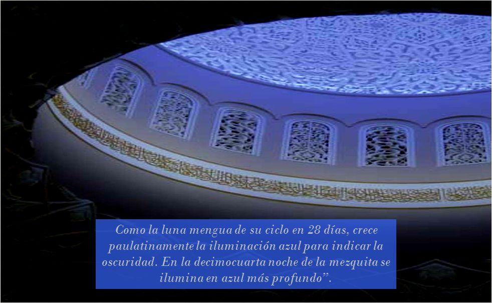 Es la tercera mezquita más grande del mundo, desde el año 2008 está abierta a visitantes no musulmanes. Tiene una capacidad para 30.000 personas. con