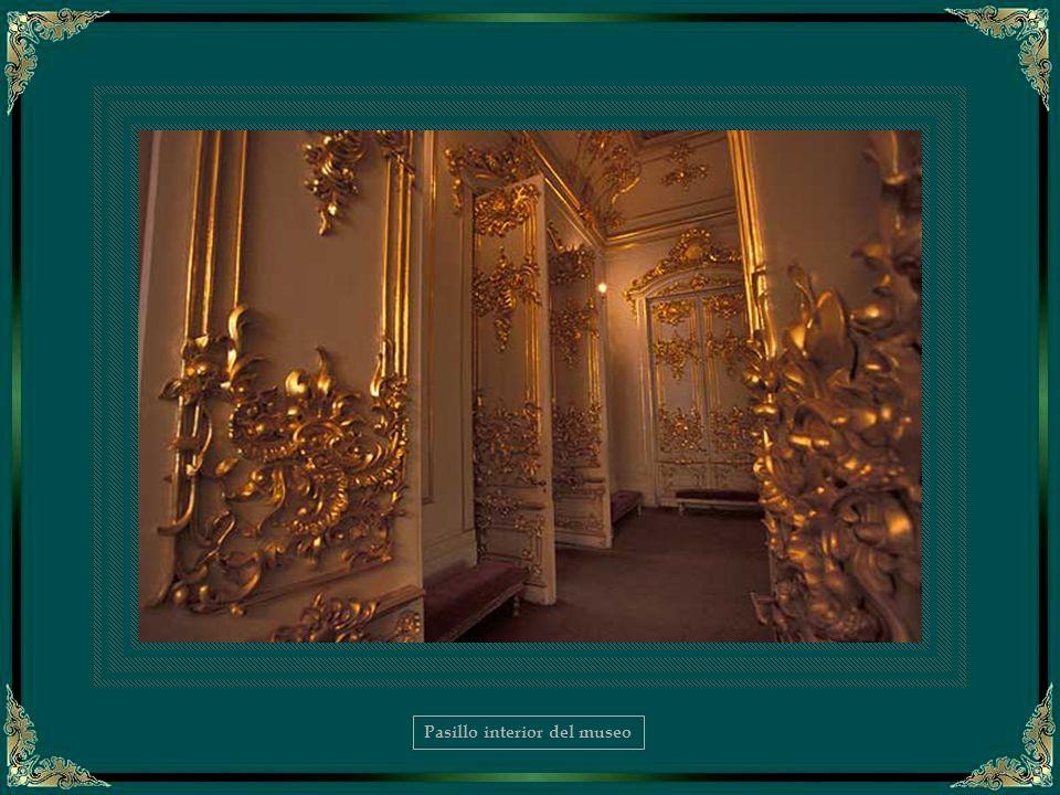 Escalera principal del Palacio de Invierno - Detalle
