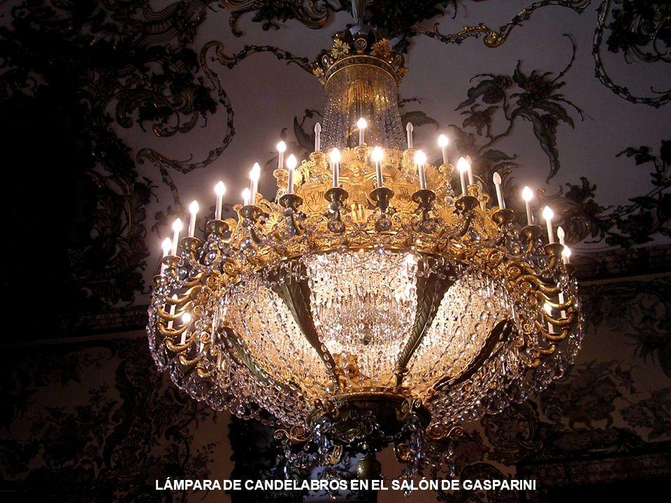 DECORACIÓN DE ESTILO IMPERIO, EN LA SALETA AMARILLA