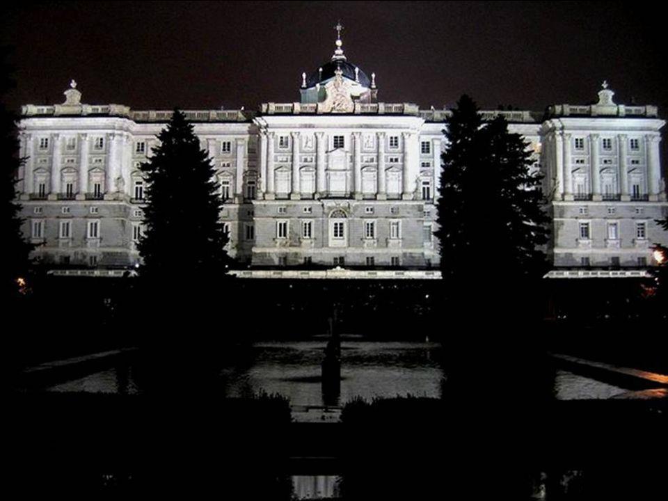 CARLOS III, LLEGA A MADRID DE NÁPOLES, DONDE REINABA. HABÍA NACIDO EN MADRID Y ADMIRABA PROFUNDAMENTE LA CIUDAD, DE TAL MODO, QUE LLEGÓ A CAMBIARLA Y