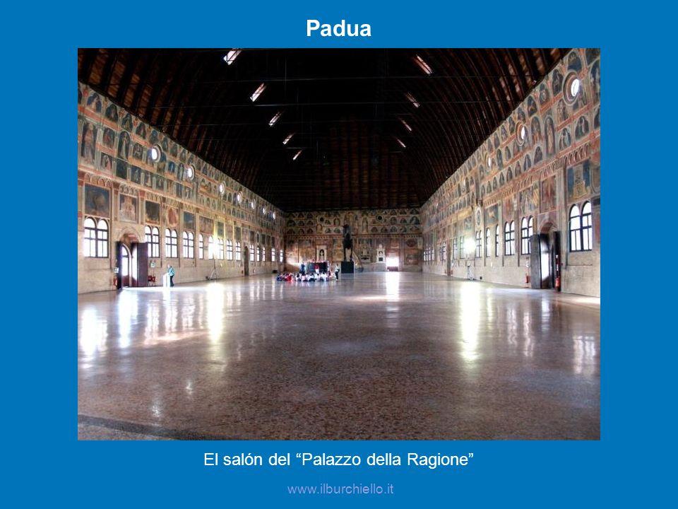 Padua El salón del Palazzo della Ragione www.ilburchiello.it