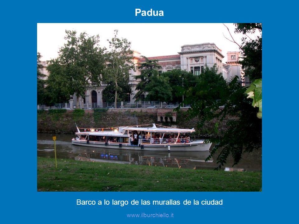 Padua Barco a lo largo de las murallas de la ciudad www.ilburchiello.it