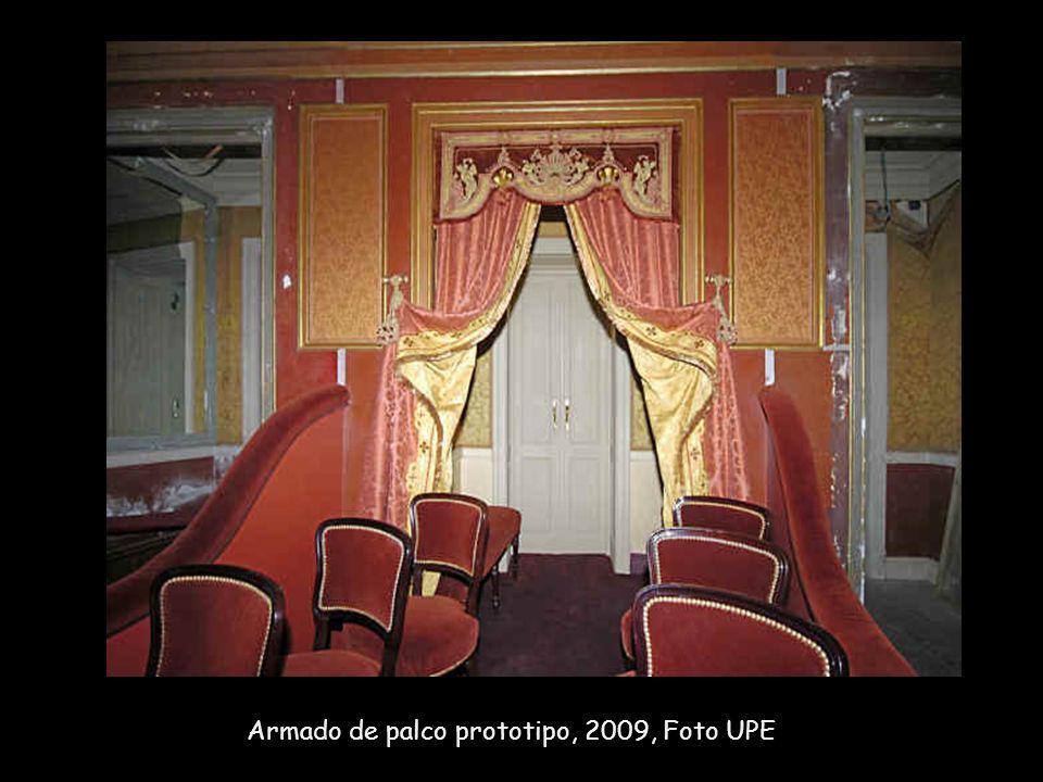 Trabajos de decapado del Rosso Matone original de los palcos, 2009, Foto: UPE.