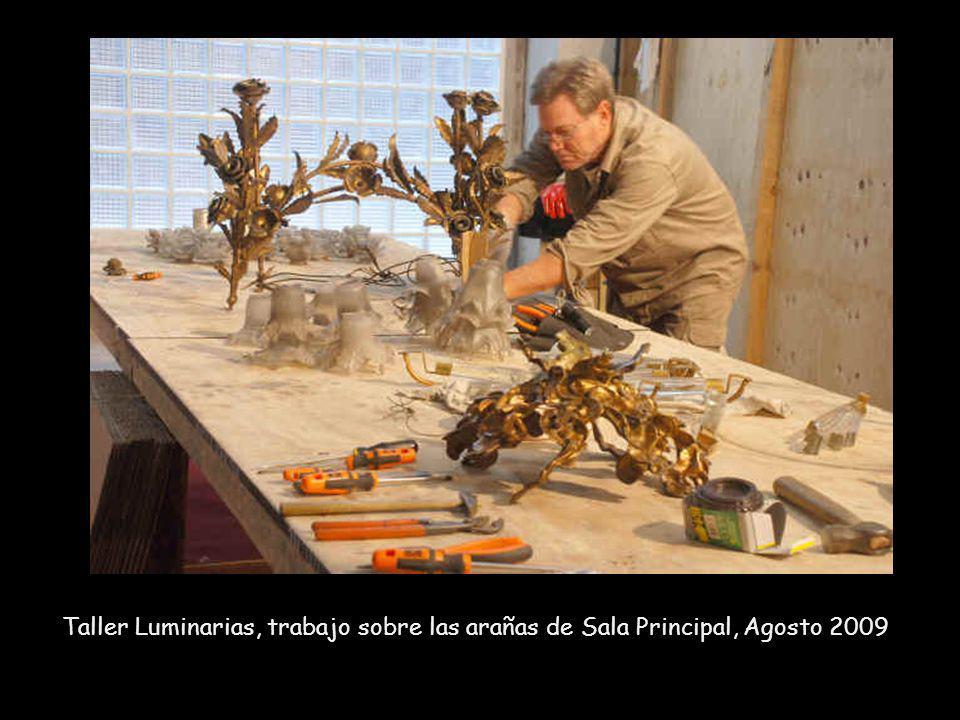 Trabajo de mantenimiento en la Araña de la Sala Principal. La araña de 4000 kilos había sido anteriormente restaurada en el 2007. Diciembre, 2009. Fot