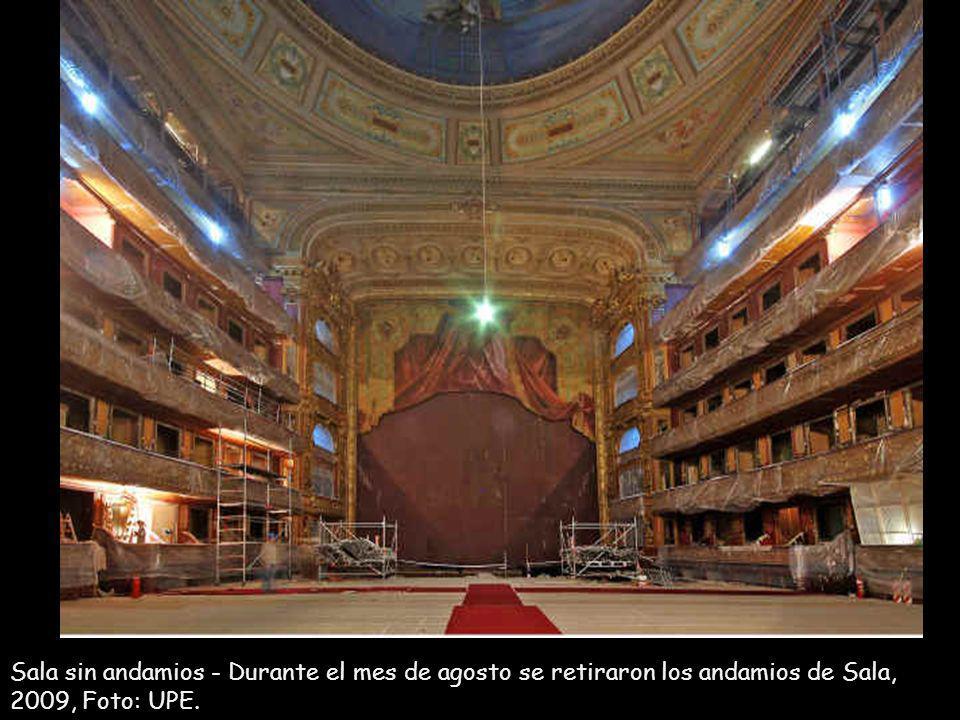 Obra de Restauración perteneciente al Salón Dorado, recuperación de los Bandaux realizados en madera e incluyen secciones con material textil.