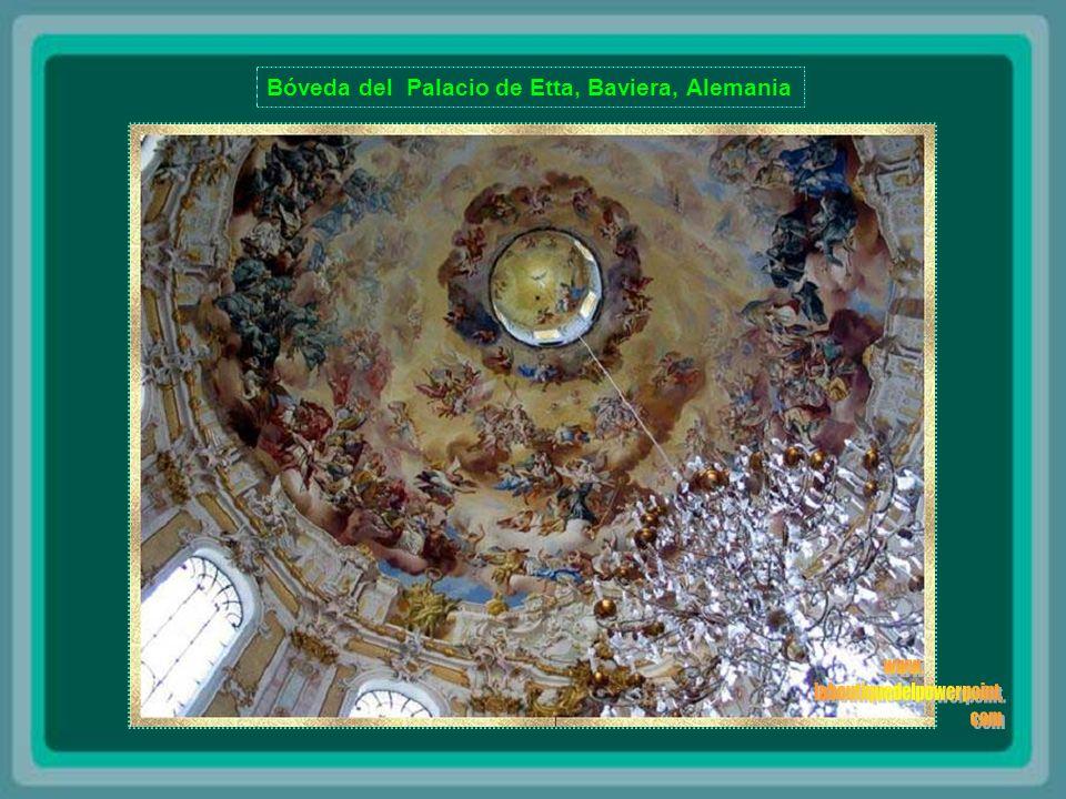 Bóveda de la Catedral de San Isaac - San Petersburgo La Catedral de San Isaac es el mayor edificio religioso de San Petersburgo. Comprende 14.000 pers