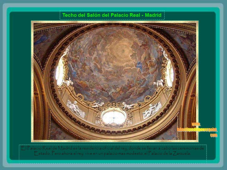 Techo del Salón del Palacio Real - Madrid El Palacio Real de Madrid es la residencia oficial del rey, donde se llevan a cabo las ceremonias de Estado.