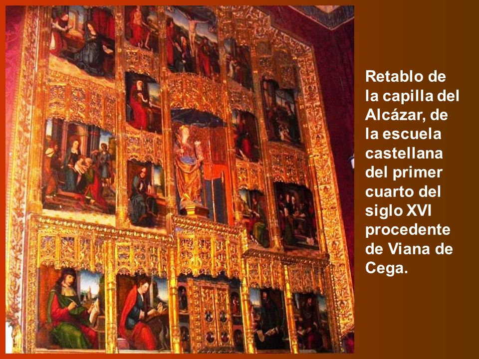 Parte del techo de la Sala de Reyes, con su artesonado de hexágonos y rombos dorados y algunas de las 52 imágenes policromadas de los reyes y reinas de Asturias, León y castilla desde Don Pelayo hasta Juana la Loca.