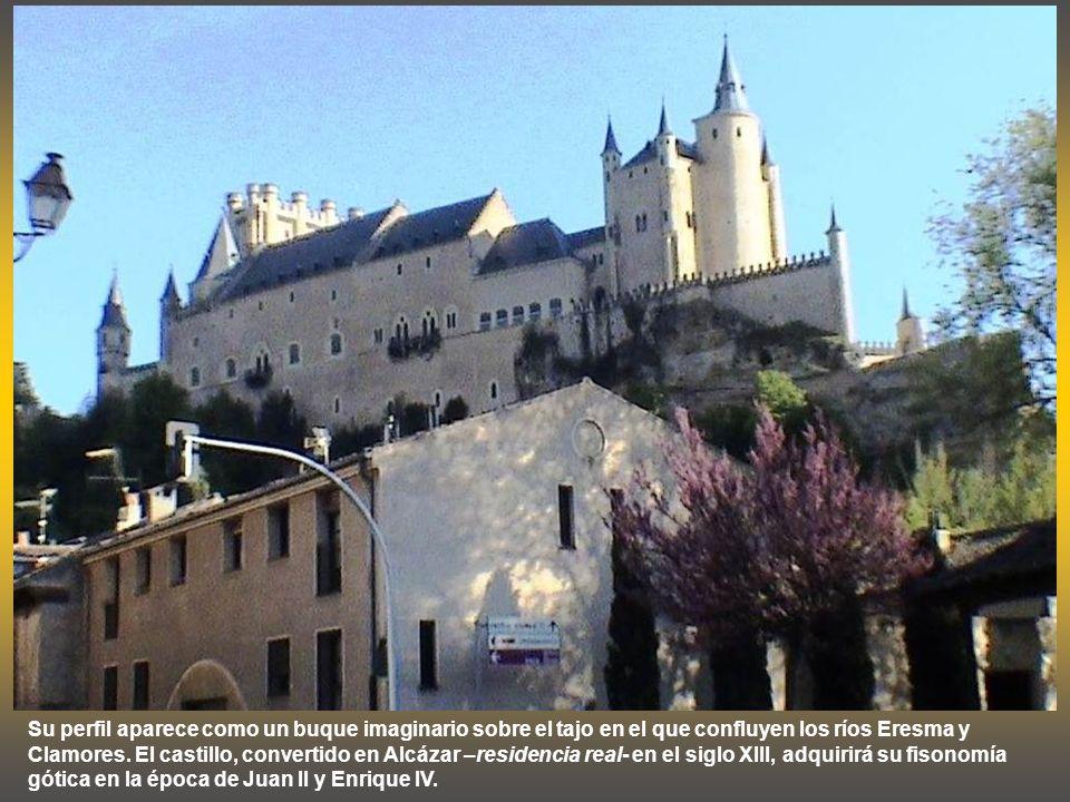 EL ALCAZAR DE SEGOVIA El Alcázar de Segovia es uno de los monumentos más destacados de Segovia. Edificado sobre los restos de una fortaleza romana, fu