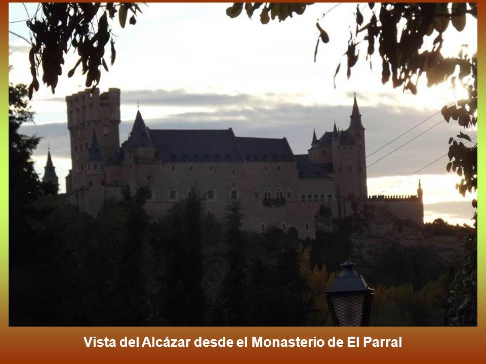 En la Edad Media, por su seguridad como por la proximidad de zonas de caza, el Alcázar se convirtió en una de las residencias favoritas de los Reyes d