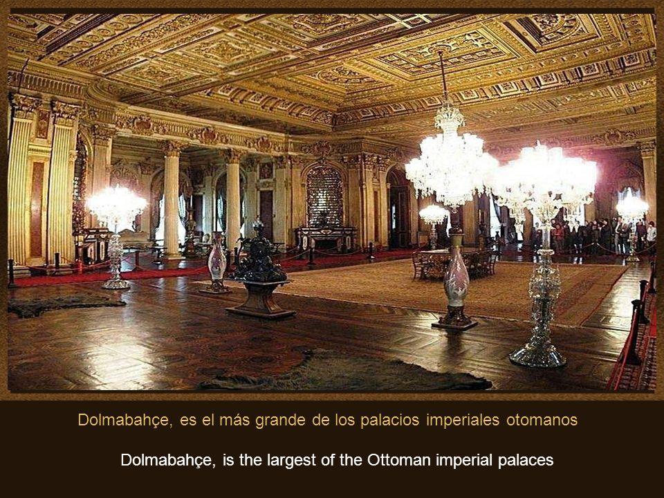 Algunas de las muchas obras de arte que se pueden admirar en el Palacio..Estas son, algunas piezas de la gran colección de obras de arte en oro, que s